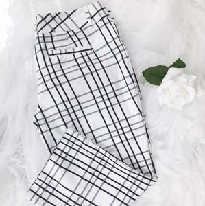 Express Design • Black & White Capris Pants
